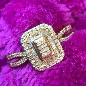 NWOT 10k yellow gold baguette and round halo ring